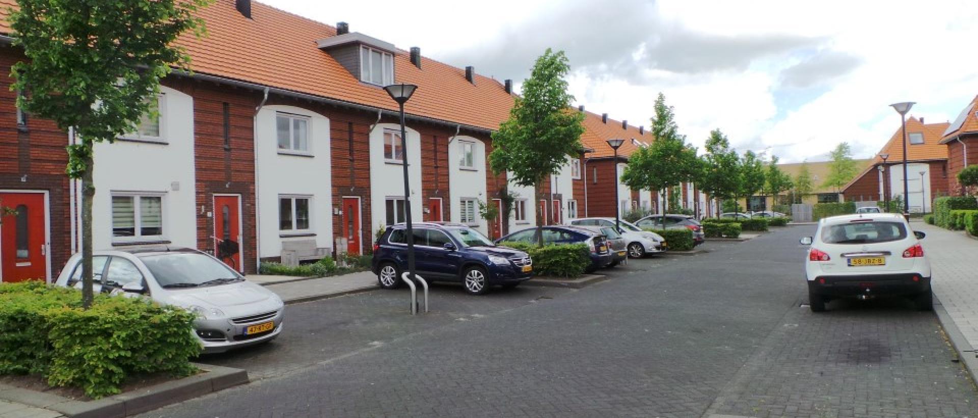 https://www.rivarentals.com/images-houses-apartments/capelle-aan-den-ijssel/fascinatio/18583/1920x820/family-house-capelle-aan-den-ijssel-charactostraat.jpg